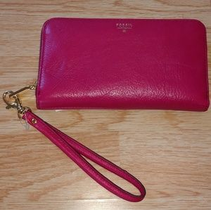 NWT. Fossil Pink Wristlet